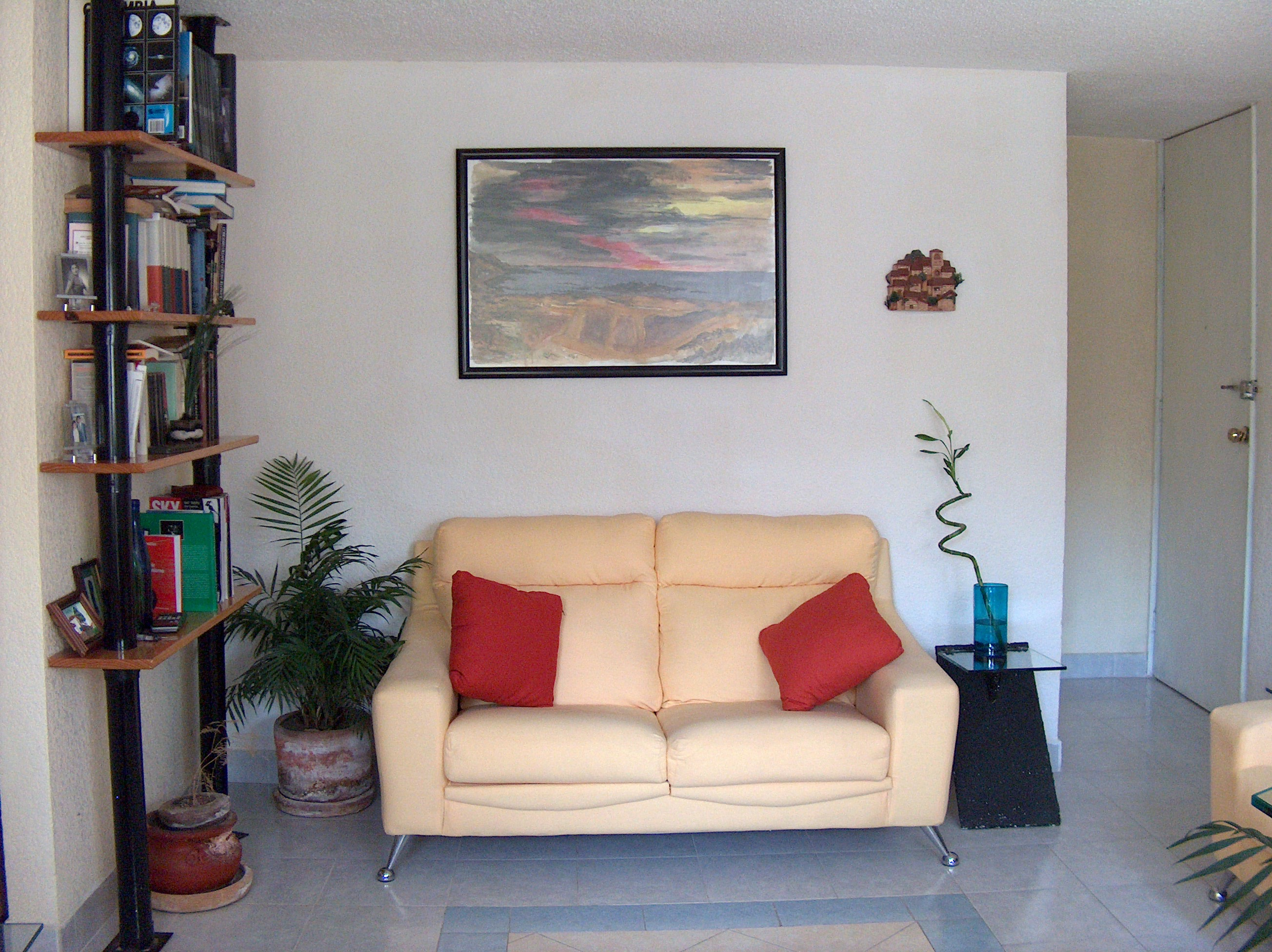 How to enhance a small living room decorating for the artistic soul